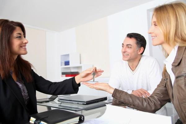 Как переоформить на себя квартиру