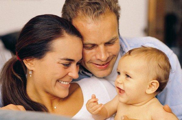 Документы и выплаты при усыновлении ребёнка